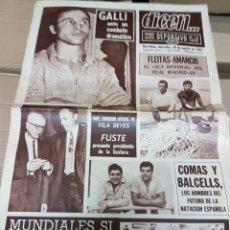 Coleccionismo deportivo: REVISTA DICEN 69 FLEITAS Y AMANCIO EL ALA INFERNAL DEL MADRID DEL 69. Lote 157135980