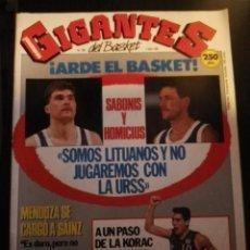 Coleccionismo deportivo: REVISTA GIGANTES DEL BASKET Nº 230 2 ABRIL 1990 CON POSTER. Lote 163791942