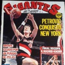 Coleccionismo deportivo: GIGANTES DEL BASKET Nº228 MARZO 1990 PETROVIC. Lote 172738848