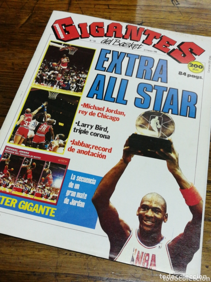 Coleccionismo deportivo: REVISTA GIGANTES DEL BASKET- PORTADA MICHAEL JORDAN, EXTRA ALL STAR+ POSTER CENTRAL- N°120, 1988. - Foto 2 - 173383495