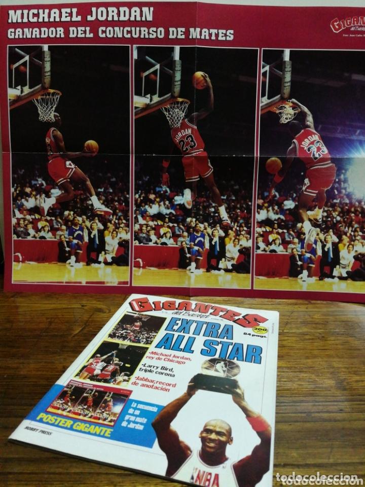 REVISTA GIGANTES DEL BASKET- PORTADA MICHAEL JORDAN, EXTRA ALL STAR+ POSTER CENTRAL- N°120, 1988. (Coleccionismo Deportivo - Revistas y Periódicos - otros Deportes)