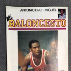 Coleccionismo deportivo: MI BALONCESTO, POR ANTONIO DÍAZ-MIGUEL. EDITA: ED. SOMA. NO.10, POSTER VICENTE GIL (A.1985). Lote 179211317