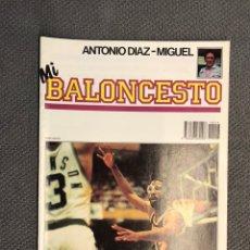 Coleccionismo deportivo: MI BALONCESTO, POR ANTONIO DÍAZ-MIGUEL. EDITA: ED. SOMA. NO.16, POSTER FLEMING. (A.1985). Lote 179636353