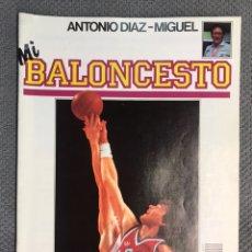 Coleccionismo deportivo: MI BALONCESTO, POR ANTONIO DÍAZ-MIGUEL. EDITA: ED. SOMA. NO.19, POSTER WILLY JONES. (A.1985). Lote 179949438