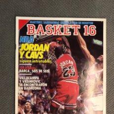 Coleccionismo deportivo: BASKET 16, NO.68, N B A. JORDAN T CAVS, SIGUEN INTRATABLES ..PÓSTER JAMES WORTHY. Lote 180499551
