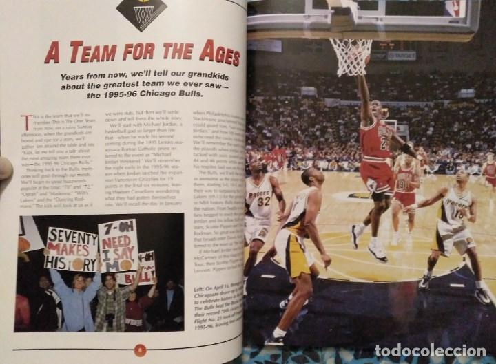 Coleccionismo deportivo: Michael Jordan - Libro/revista Raging Bulls - Cuarto anillo (1996) - NBA - Foto 4 - 184232372