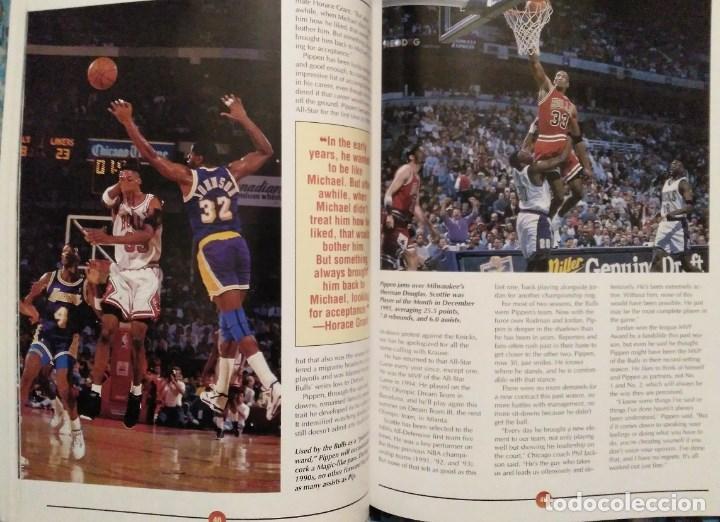 Coleccionismo deportivo: Michael Jordan - Libro/revista Raging Bulls - Cuarto anillo (1996) - NBA - Foto 7 - 184232372