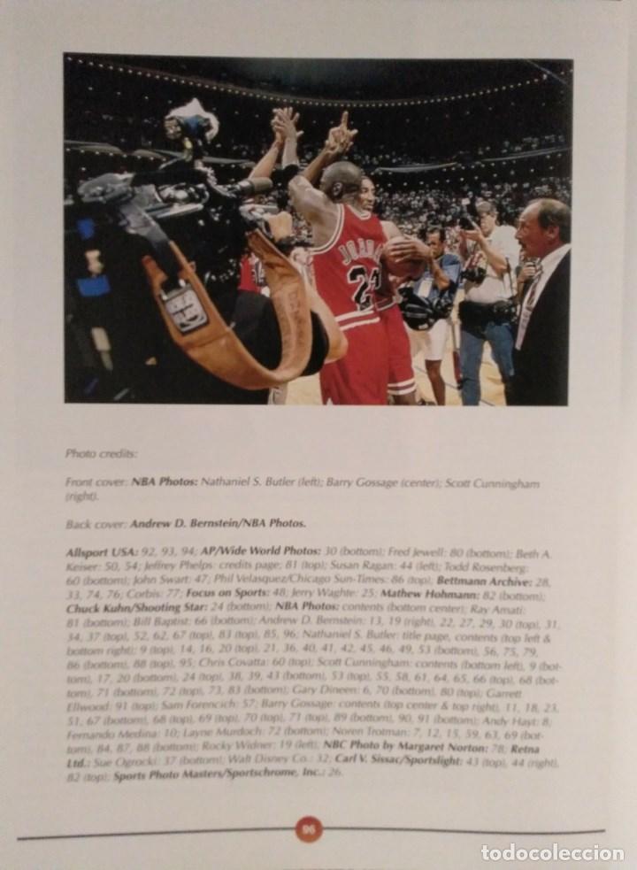Coleccionismo deportivo: Michael Jordan - Libro/revista Raging Bulls - Cuarto anillo (1996) - NBA - Foto 10 - 184232372