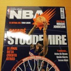Coleccionismo deportivo: REVISTA OFICIAL NBA Nº 174 (FEBRERO 2007) AMARÉ STOUDEMIRE. INCLUYE PÓSTER DE MAGIC JOHNSON. Lote 189272652