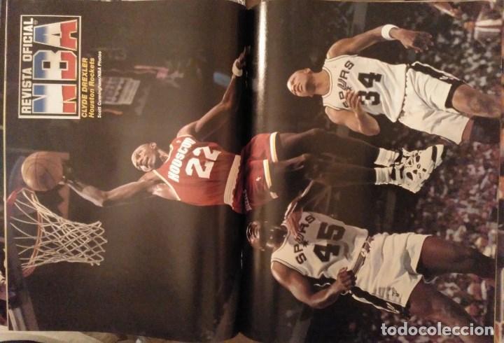 Coleccionismo deportivo: Lote de 10 (+1) números de la Revista Oficial NBA (1994-1996) - Foto 4 - 194906910