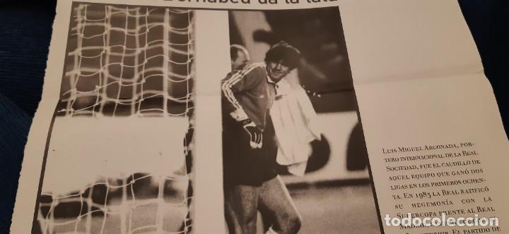 Coleccionismo deportivo: PERIODICO EL PAIS OBJETIVO RAÚL CANCIO FOTOGRAFIA ARCONADA EL BERNABÉU DA LA LATA - Foto 2 - 195058036