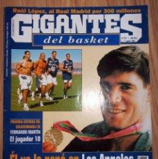 Coleccionismo deportivo: REVISTA GIGANTES DEL BASKET AGOSTO 2000 COLECCIONABLE FERNADO MARTIN NUMERO 1 CON POSTER. Lote 201911573