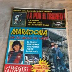 Coleccionismo deportivo: DIARIO DICEN N°5656 . ENERO DE 1983 . MARADONA EN SU JAULA DE ORO. MAGUREGUI SACA EL LATIGO. Lote 207180140