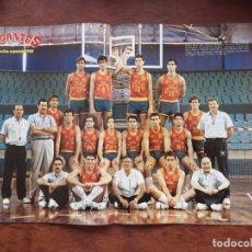 Coleccionismo deportivo: GIGANTES DEL BASKET Nº 136 AÑO 1987 POSTER SELECCION ESPAÑOLA 1988 NUEVO SIN USO. Lote 219287426