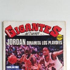 Coleccionismo deportivo: REVISTA GIGANTES DEL BASKET Nº 185 1989 MICHAEL JORDAN DINAMITA LOS PLAYOFFS. Lote 232045310