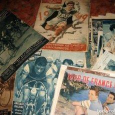 Coleccionismo deportivo: LOTE 13 REVISTAS Y RECORTES TOUR DE FRANCIA AÑOS 50 CICLISMO MIRROIR SPRINT. Lote 235846315