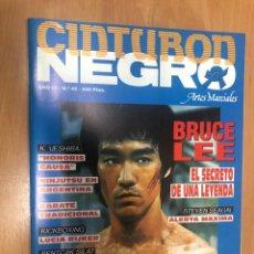 Coleccionismo deportivo: REVISTA ARTES MARCIALES CINTURON NEGRO Nº 45 CARTEL BRUCE LEE Y REPORTAJE. Lote 236498395
