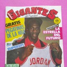 Coleccionismo deportivo: REVISTA GIGANTES BASKET Nº 3 AÑO 1985 ENTREVISTA Y POSTER MICHAEL JORDAN BULLS NBA INCLUYE PEGATINAS. Lote 236956455