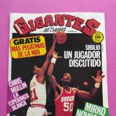 Coleccionismo deportivo: REVISTA GIGANTES BASKET Nº 4 AÑO 1985 INCLUYE PEGATINAS - POSTER CORBALAN REAL MADRID - SIBILIO. Lote 236956785