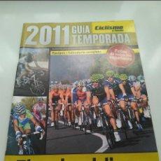 Coleccionismo deportivo: CICLISMO A FONDO GUIA TEMPORADA 2011. POSTER DENIS MENCHOV. PERFECTO ESTADO.. Lote 236974315