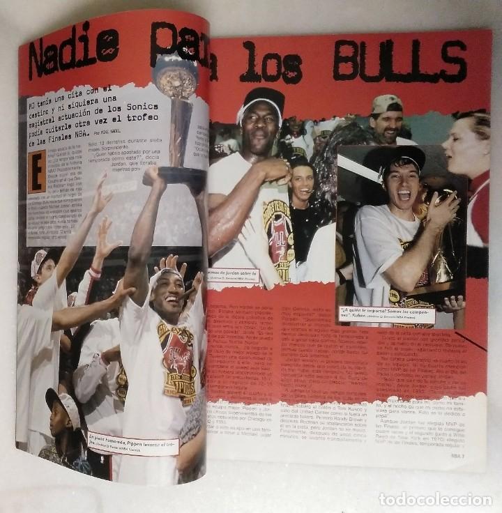 Coleccionismo deportivo: Michael Jordan & Chicago Bulls - Revista Oficial de la NBA - Cuarto anillo (1996) - Récord 72-10 - Foto 2 - 58658706