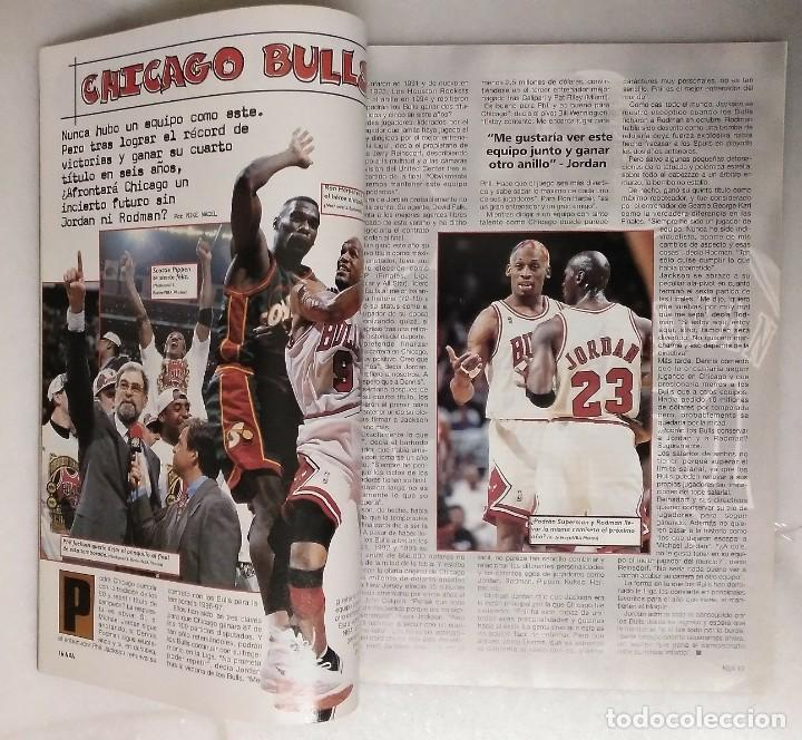 Coleccionismo deportivo: Michael Jordan & Chicago Bulls - Revista Oficial de la NBA - Cuarto anillo (1996) - Récord 72-10 - Foto 3 - 58658706