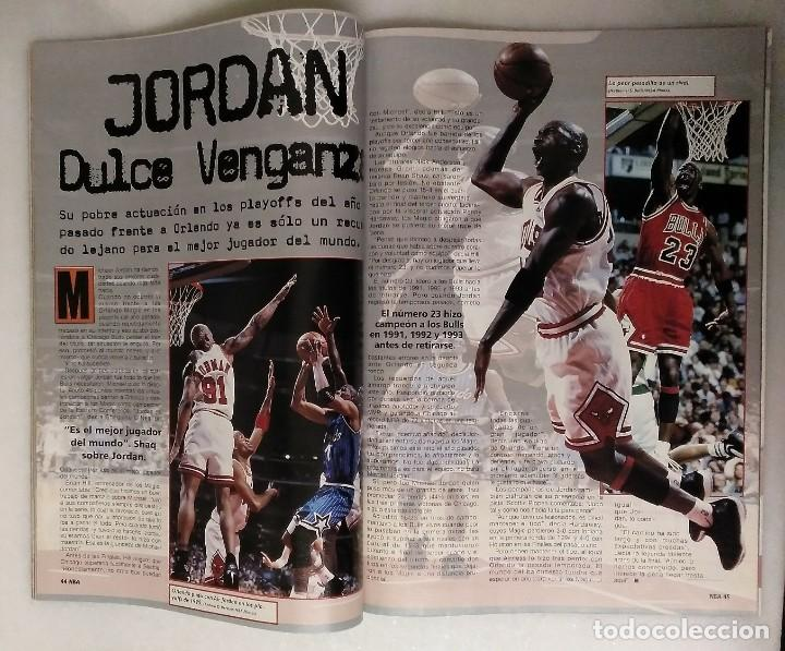 Coleccionismo deportivo: Michael Jordan & Chicago Bulls - Revista Oficial de la NBA - Cuarto anillo (1996) - Récord 72-10 - Foto 4 - 58658706