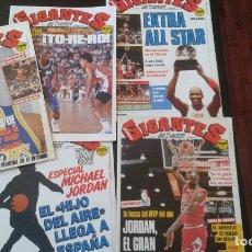 Coleccionismo deportivo: LOTE 5 REVISTAS DE MICHAEL JORDAN EN GIGANTES DEL BASKET CON POSTERS Nº 120 125 144 252 253. Lote 253336495