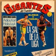Coleccionismo deportivo: GIGANTES DEL BASKET N° 326 (1992). POSTER TOÑIN LLORENTE, ELOSUA LEÓN Y FORUM FILATÉLICO, CROACIA, Y. Lote 262922540