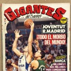 Coleccionismo deportivo: GIGANTES DEL BASKET N° 262 (1990). POSTER KEVIN MAGEE VS BIRIUKOV, JOVENTUT VS MADRID. Lote 262933745