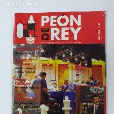 Coleccionismo deportivo: REVISTA PEON DE REY Nº 36. NOVIEMBRE 2004. KRAMNIK RETIENE TITULO MUNDIAL. AJEDREZ. TDKC116. Lote 287824578
