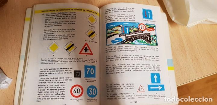 Coches: MANUAL AUTO ESCUELA. AÑO ENTRE 1980 Y 1985. NORMAS DE CIRCULACIÓN Y SEÑALES DE TRAFICO Y SEGURIDAD - Foto 2 - 130246994
