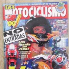 Coches y Motocicletas: MOTOCICLISMO 1647 1999 GP VALENCIA, GAMA HONDA 2000, SUZUKI INTRUDER 125, DERBI RACING TEAM. Lote 91269490