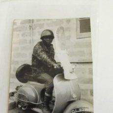 Coches y Motocicletas: FOTOGRAFÍA DE VESPA AÑOS 60-70 DE NIGERIA.. Lote 96190419