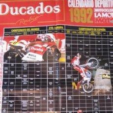 Voitures et Motocyclettes: POSTER JOAN GARRIGA YAMAHA YZR 500. DUCADOS. CON CALENDARIO DEPORTIVO 1992. 54X80. MOTOCICLISMO.. Lote 159194822