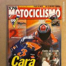 Coches y Motocicletas: MOTOCICLISMO N° 1636 (1999). POSTER VALENTINO ROSSI Y SETE GIBERNAU, COMPARATIVA DEPORTIVAS V2 Y CUS. Lote 160542749