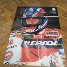 Coches y Motocicletas: POSTER REVISTA MOTOCICLISMO AÑO 1999. ALEX CRIVILLE. HONDA NSR 500. MEDIDAS 51X81 CM APOX.. Lote 163500166
