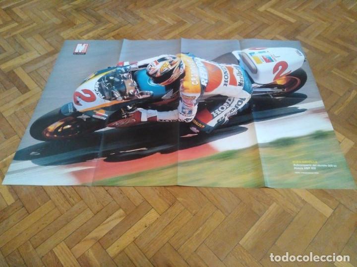 Coches y Motocicletas: POSTER REVISTA MOTOCICLISMO AÑO 1997. EMILIO ALZAMORA. REVERSO ALEX CRIVILLE. MEDIDAS. 81X51 CM. - Foto 2 - 163500466