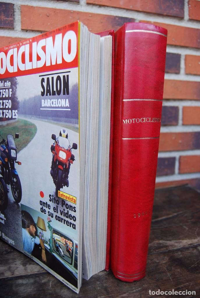 LOTE DE 32 REVISTAS MOTOCICLISMO ENCUADERNADAS EN 2 VOLUMES AÑO 1983 (Coches y Motocicletas - Revistas de Motos y Motocicletas)