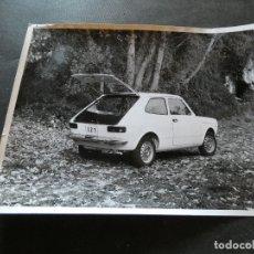 Coches y Motocicletas: FOTOGRAFIA ORIGINAL DE PRENSA SEAT 127 . Lote 177289822