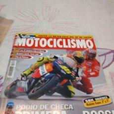 Coches y Motocicletas: G-88 REVISTA MOTOCICLISMO 1781 PODIO DE CHECA PRMERA DE ROSSI. Lote 280109198
