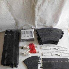 Scalextric: M69 LOTE VINTAGE SCALEXTRIC CLÁSICO EXIN. TRANSFORMADOR, MANDOS, PISTAS, PUENTES, VALLAS, PERALTES.. Lote 120294035