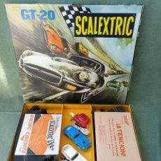 Scalextric: CASI PERFECTO - 1971 CIRCUITO DE SCALEXTRIC GT-20 GRAN TURISMO 20 + TRANSFORMADOR. Lote 140725234