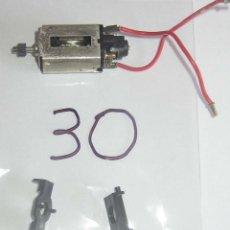 Scalextric: MOTOR CERRADO BOBINADO VERDE CON CABLES,SOPORTES CHASIS, FUNCIONANDO , LOTE 30. Lote 167737568