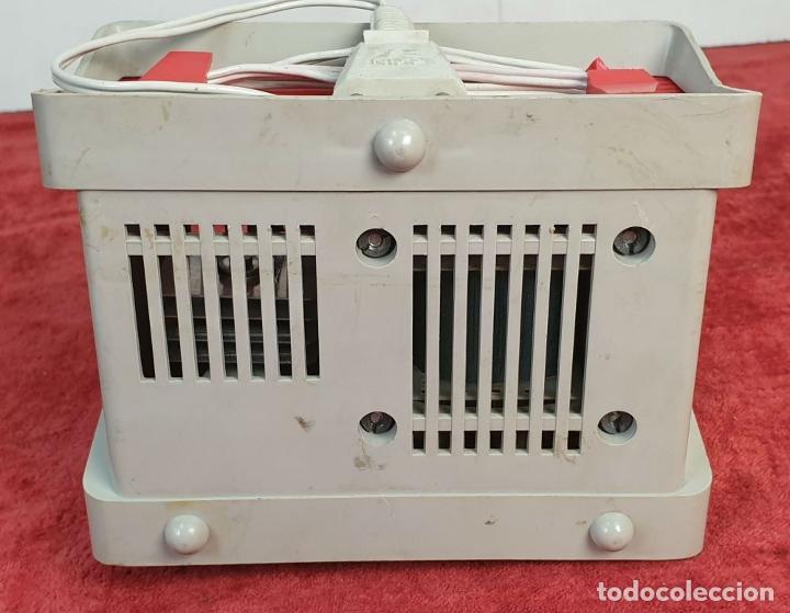 Scalextric: 2 COCHES SCALEXTRIC. TRIANG TC-600. ACCESORIOS. TRANSFORMADOR Y 4 MANDOS. AÑOS 70. - Foto 5 - 192869883