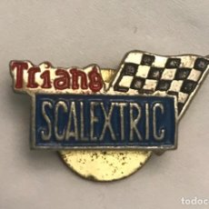 Scalextric: ANTIGUA INSIGNIA SOLAPA TRIANG SCALEXTRIC. Lote 194861798