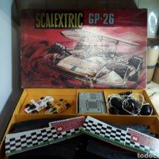Scalextric: ANTIGUO SCALEXTRIC GP-26 CON 2 COCHES Y SU CAJA ORIGINAL. Lote 201282233