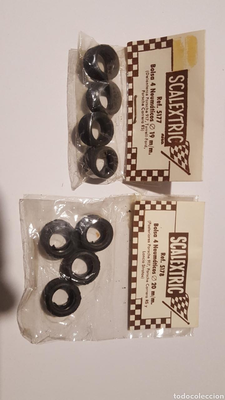 Scalextric: Lote con dos bolsas de 4 neumaticos Ref. 5177 y 5178 - 19 mm y 20 mm - Posche 917, Carrera S Lancia - Foto 2 - 212645956