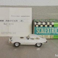 Scalextric: COCHE JAGUAR E BLANCO C- 34, EXIN, SCALEXTRIC MADE IN SPAIN, ORIGINAL AÑOS 70, BUEN ESTADO, CON LAS. Lote 227086675