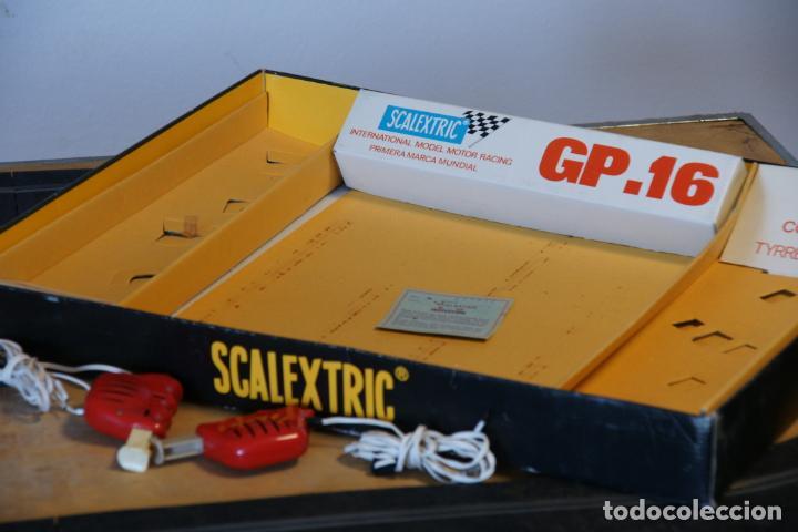 Scalextric: Scalextric GP-16. 3 coches + 2 mandos + 17 pistas + fuente de alimentación + caja bien conservada. - Foto 4 - 230688090